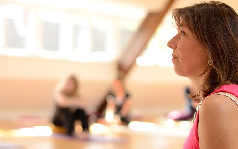 Bild - Frau im Yoga-Ausbildungsunterricht
